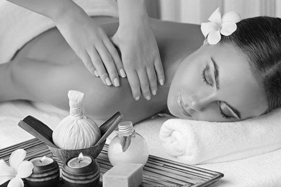 Massage par un professionnel pour une détente intégrale du corps Roanne